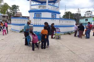 Eisverkäufer auf dem Schulhof