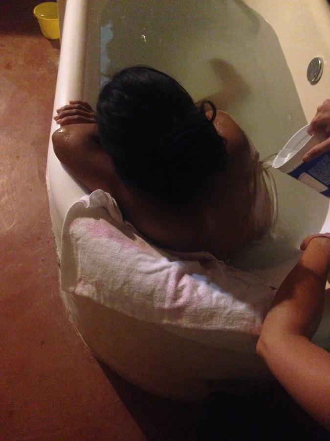 Corina in der Badewanne
