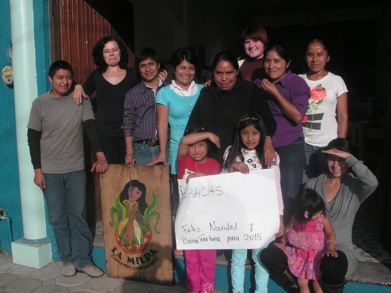 Das Team des Geburtshauses mit Kindern und Freunden, anlässlich der Weihnachtsfeier.